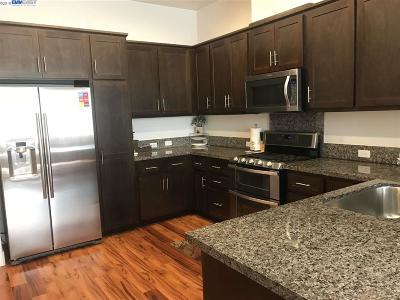 Newark Condo/Townhouse For Sale: 37836 Taro Ter