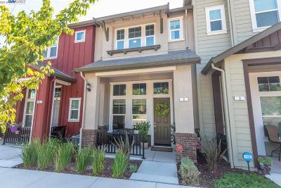 Livermore Condo/Townhouse For Sale: 3989 Portola Common #3