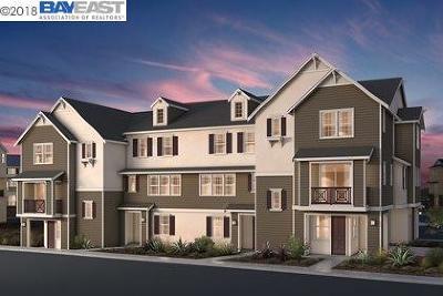 Dublin CA Condo/Townhouse New: $820,221