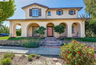 Livermore Single Family Home Active - Contingent: 2071 Hall Circle