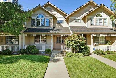 Livermore Condo/Townhouse For Sale: 2824 College Ave