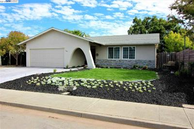Single Family Home For Sale: 1029 Apache St