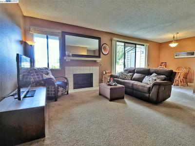 Fremont Condo/Townhouse For Sale: 37248 Meadowbrook Cmn. #201