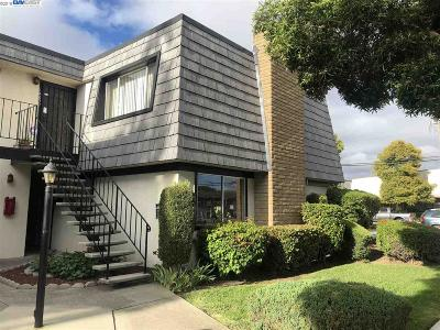 San Leandro Condo/Townhouse For Sale: 14071 Doolittle Dr