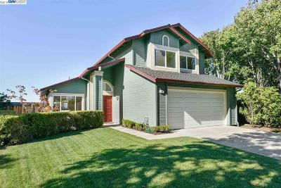 Alameda Single Family Home For Sale: 86 Vista Rd
