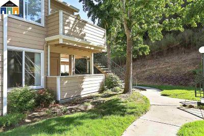 Oakland Condo/Townhouse Pending Show For Backups: 720 Canyon Oaks Dr #D