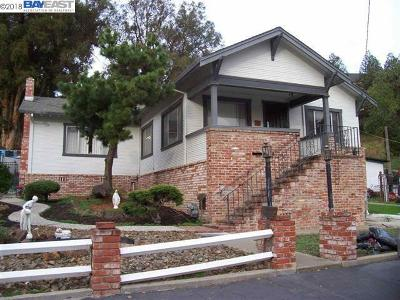 Hayward Single Family Home For Sale: 698 Overhill Dr.