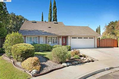 Livermore Single Family Home Active - Contingent: 306 Turnstone Drive