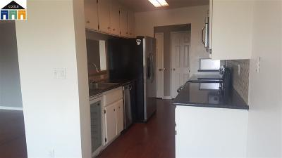 Hayward Condo/Townhouse For Sale: 21071 Gary Dr #111