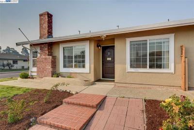 Union City Single Family Home For Sale: 30699 Chimney Ln