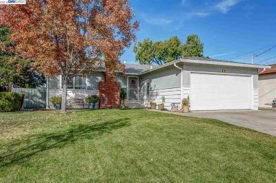 Livermore Single Family Home For Sale: 994 Sunset Dr