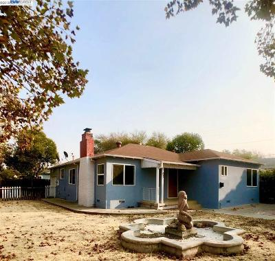 Bay Point Single Family Home For Sale: 67 Bella Vista Ave