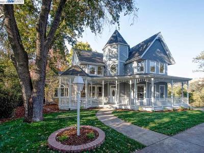 Walnut Creek Single Family Home For Sale: 20 El Camino Ter
