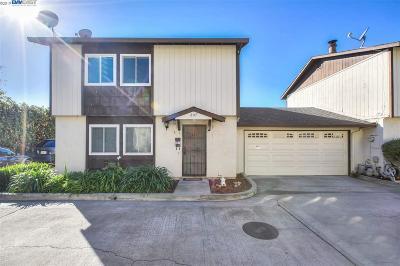 Hayward Condo/Townhouse For Sale: 207 Poplar Ave