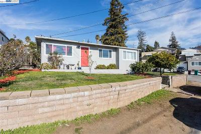 San Leandro Single Family Home For Sale: 14886 Saturn Dr