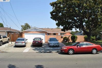 Newark Single Family Home For Sale: 36376 Cedar Blvd