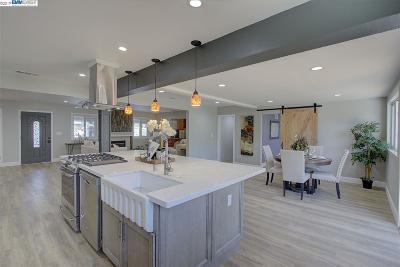 Walnut Creek Single Family Home For Sale: 390 Cordelia Way