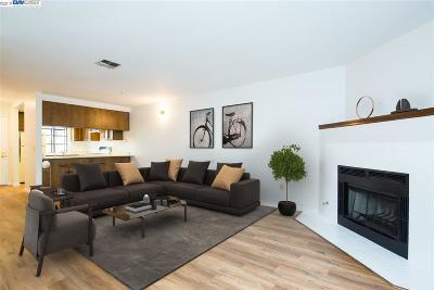 Martinez Condo/Townhouse For Sale: 436 Eastgate Lane