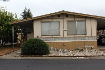 Union City Mobile Home Pending Show For Backups: 120 Madrone