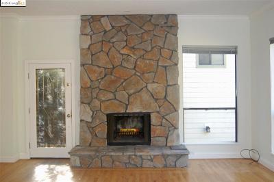 Oakland Single Family Home For Sale: 6804 Gunn Dr