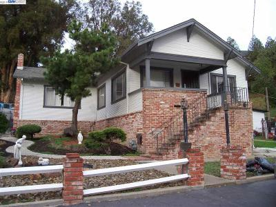 Hayward Single Family Home For Sale: 698 Overhill Dr