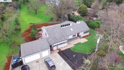 Walnut Creek Single Family Home For Sale: 25 Poco Ln