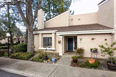Pleasanton Condo/Townhouse For Sale: 607 Palomino Dr #D