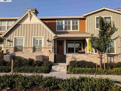 Livermore Condo/Townhouse For Sale: 578 Sandalwood Drive