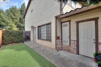 Newark CA Condo/Townhouse For Sale: $825,000