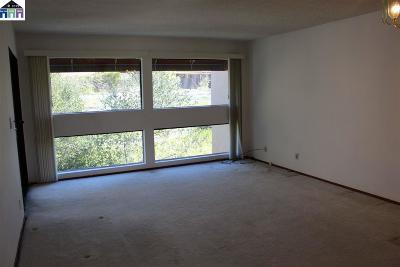 Walnut Creek Condo/Townhouse For Sale: 1600 Carmel Dr #19