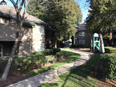 Pittsburg Condo/Townhouse For Sale: 1267 Lakeview Cir