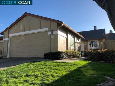 Walnut Creek Condo/Townhouse For Sale: 587 Cabot Ct