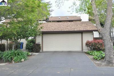 Walnut Creek Condo/Townhouse For Sale: 1697 Countrywood Ct