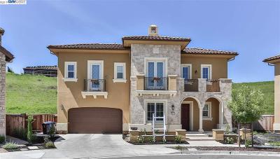 Danville Single Family Home For Sale: 513 Damara