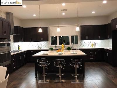 Dublin Single Family Home For Sale: 7417 Kenwood Rd