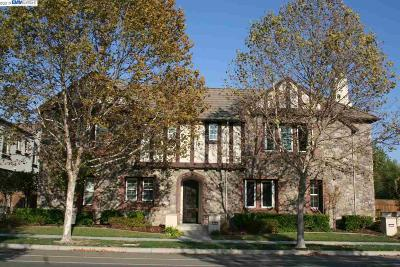 San Ramon Condo/Townhouse For Sale: 7478 Stoneleaf Rd