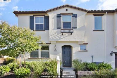 Pleasanton Condo/Townhouse For Sale: 3782 Vine Street