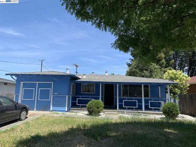 Santa Clara Single Family Home For Sale: 3279 Agate Dr