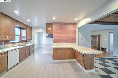 Hayward Single Family Home For Sale: 509 Grove Way