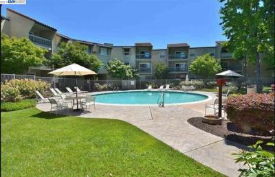 Livermore Condo/Townhouse For Sale: 1085 Murrieta Blvd #121