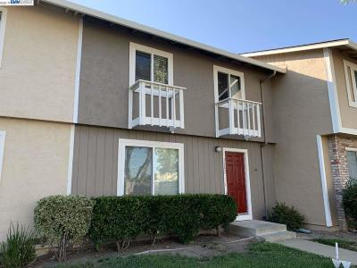 Livermore Condo/Townhouse For Sale: 3682 Carrigan Cmn