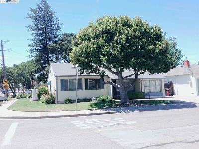 Hayward Single Family Home For Sale: 21491 Burr Way