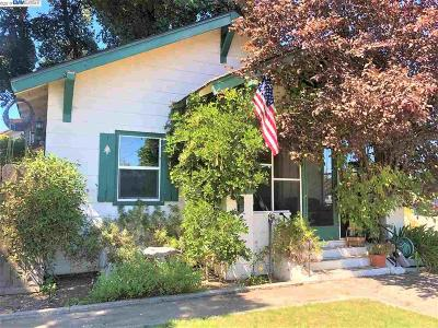 Livermore Single Family Home For Sale: 493 N N St