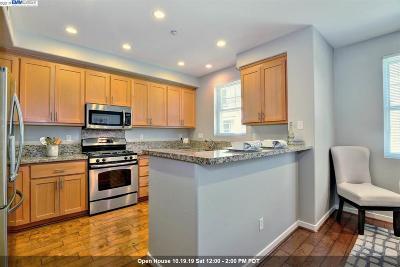 Livermore Condo/Townhouse For Sale: 157 Zephyr Pl #109