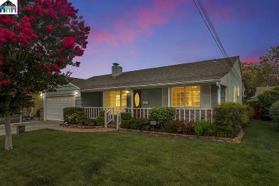 San Lorenzo Single Family Home For Sale: 69 Via Diego