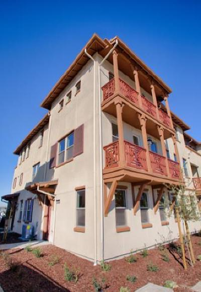 Alameda Condo/Townhouse For Sale: 2681 Fifth Street