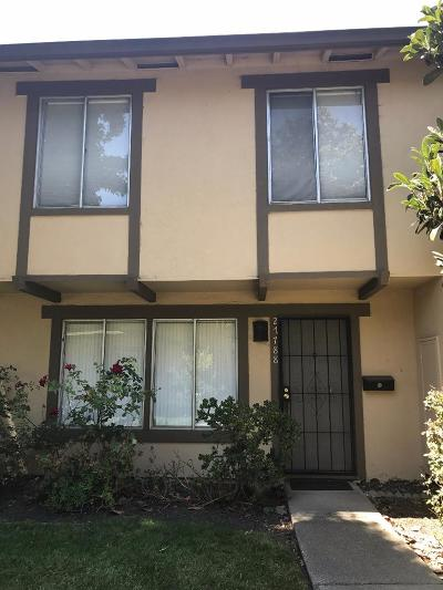 Hayward Condo/Townhouse For Sale: 27788 Hummingbird Court
