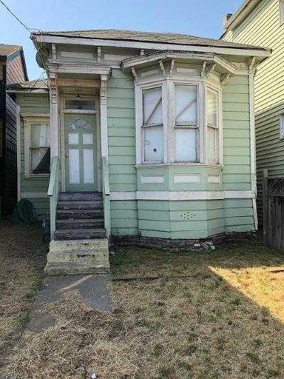 Oakland CA Single Family Home For Sale: $649,000