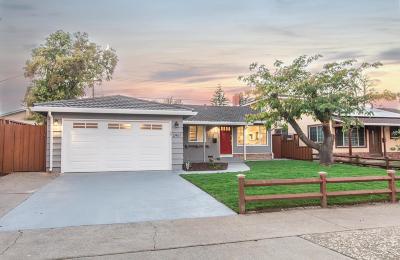 San Jose Single Family Home For Sale: 2467 Le Bain Drive