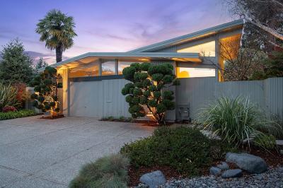 Palo Alto Single Family Home For Sale: 907 El Cajon Way